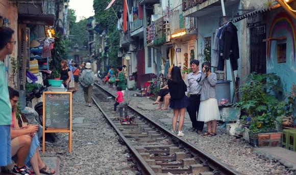 Những đoạn đường sắt rập rình tai nạn khi hành lang an toàn bị xâm phạm