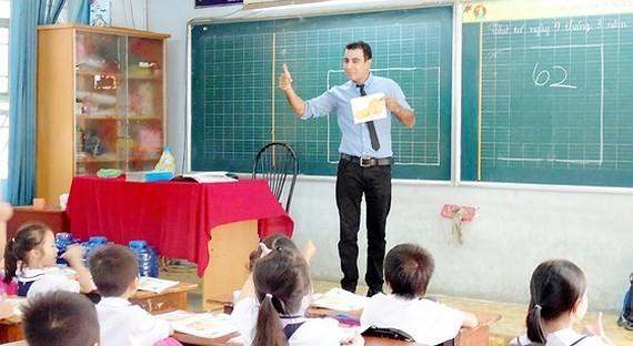 Một tiết học tiếng Anh với giáo viên nước ngoài tại Trường Tiểu học An Hội