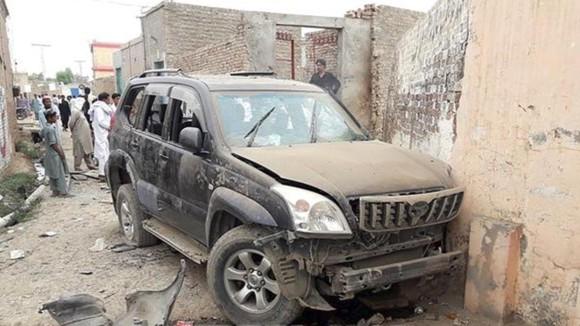 Hiện trường vụ tấn công khủng bố xảy ra ở ở huyện Dera Ismail Khan. Nguồn TTXVN