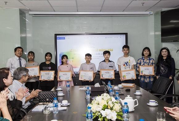 Trao tặng 83 suất học bổng Lê Mộng Đào cho con em nhân viên Tập đoàn Xây dựng Hòa Bình   ảnh 3