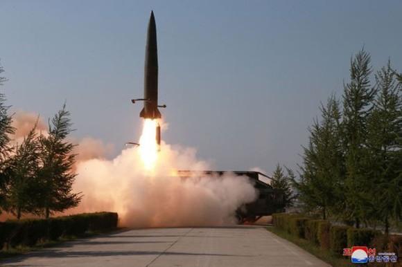 Hình ảnh một vụ phóng tên lửa trên sóng truyền hình của Triều Tiên ngày 26-7-2019. Ảnh: YONHAP
