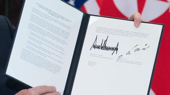 """Lãnh đạo Mỹ - Triều Tiên đã ký văn kiện """"rất quan trọng và toàn diện"""" ảnh 2"""