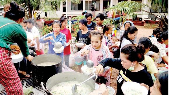 Tình người trong thảm họa ở Lào ảnh 2