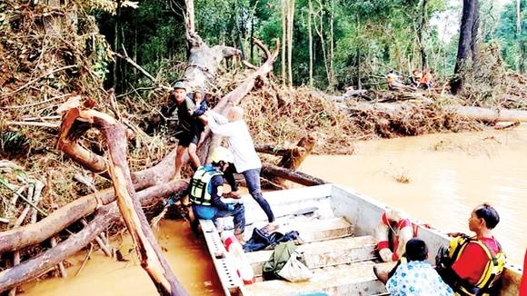 Tình người trong thảm họa ở Lào ảnh 6