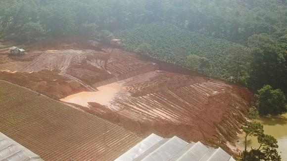 Hồ cấp nước sạch bị ô nhiễm