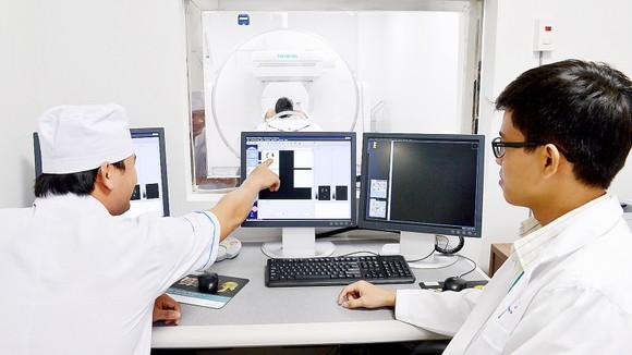 Bệnh viện Nhi đồng TPHCM vừa đi vào hoạt động, thu hút được nhiều y, bác sĩ trẻ tâm huyết với nghề. Ảnh: VIỆT DŨNG