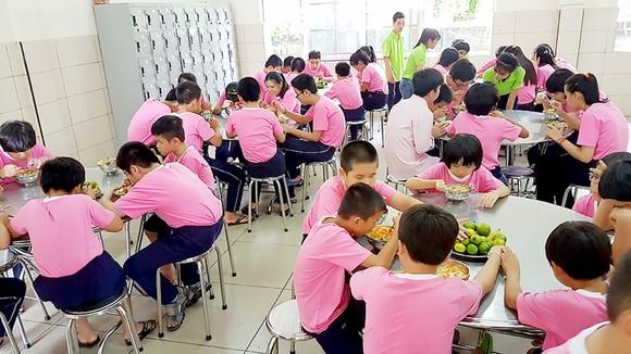 Trẻ khiếm thị tại Mái ấm Nhật Hồng với chương trình bữa cơm nghĩa tình
