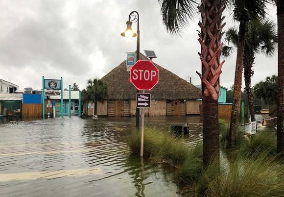 Florida tan hoang sau siêu bão Michael mạnh nhất kể từ năm 1992 ảnh 23