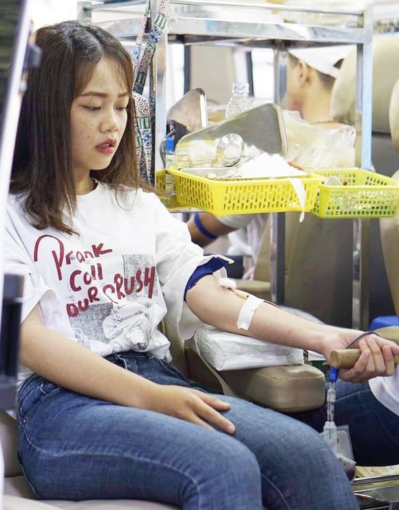 Hơn 1.000 đơn vị máu được tiếp nhận trong ngày hội hiến máu ảnh 1