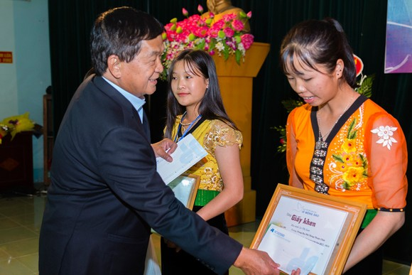 Quỹ hỗ trợ giáo dục Lê Mộng Đào trao tặng hơn 1,5 tỷ đồng học bổng ảnh 5