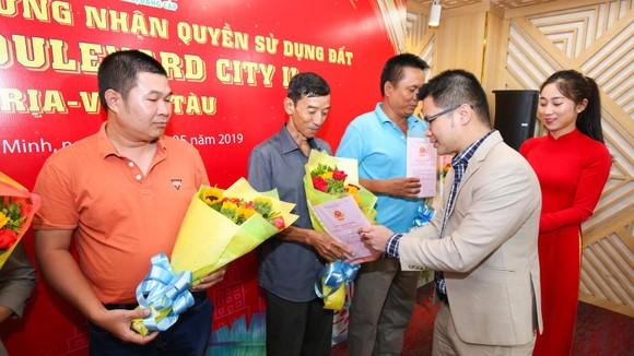 Việt Hưng Phát trao hàng trăm sổ hồng cho khách hàng tại Boulevard City Bà Rịa – Vũng Tàu ảnh 1
