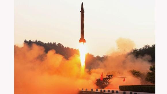 Triều Tiên phóng 2 vật thể chưa xác định ra biển Nhật Bản