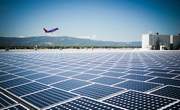 Sân bay vận hành hoàn toàn bằng điện Mặt trời