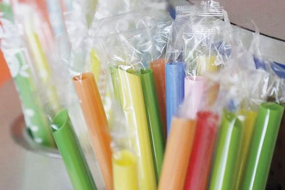 Bang California (Mỹ) cấm dùng ống hút nhựa
