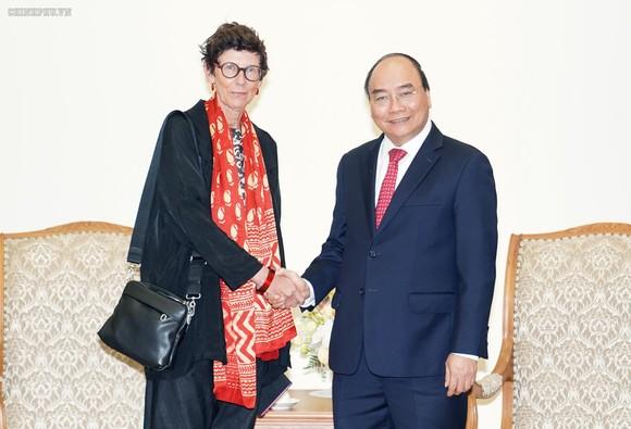 Thủ tướng Nguyễn Xuân Phúc tiếp Đại sứ Vương quốc Na Uy tại Việt Nam, bà Grete Lochen. Ảnh: VGP