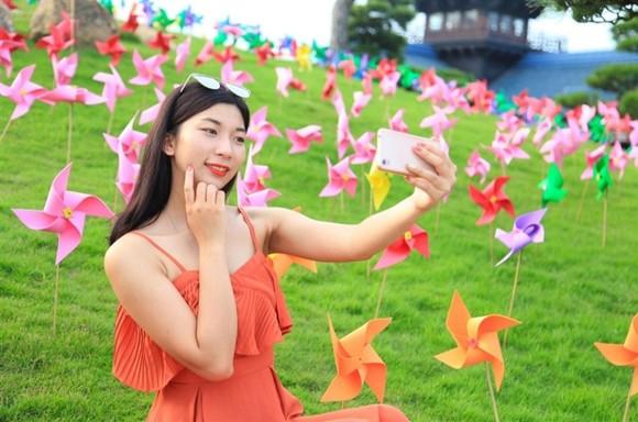 Lộ diện chủ nhân trúng iPhone 7plus đỏ dịp Sinh nhật Sun World Halong Complex ảnh 5