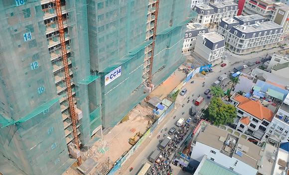 Những dự án nhà cao tầng xung quanh sân bay Tân Sơn Nhất góp phần làm gia tăng kẹt xe tại khu vực này