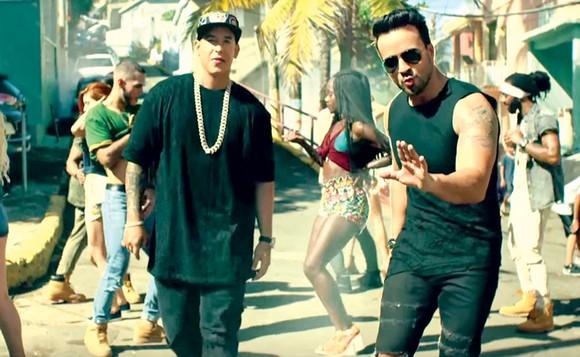 Một cảnh trong video clip Despacito, thu hút hơn 5 tỷ lượt người xem trên YouTube