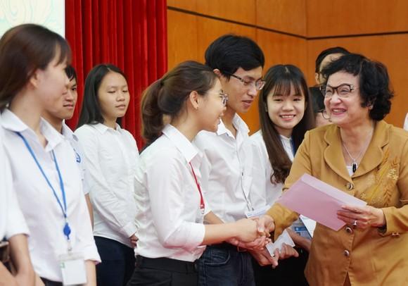 Trao học bổng Nguyễn Văn Hưởng năm 2018: 142 suất học bổng với tổng trị giá 1 tỷ 191 triệu đồng ảnh 2