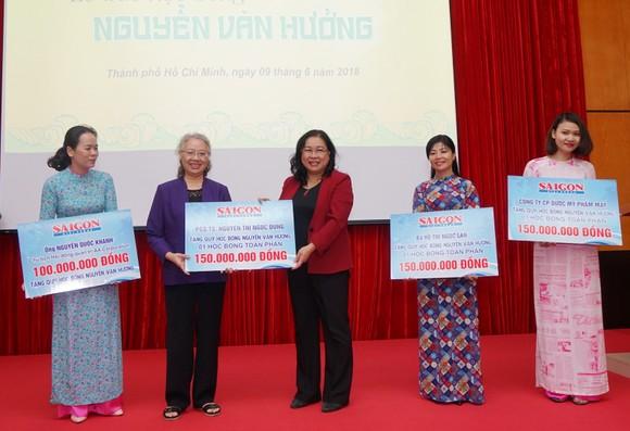Trao học bổng Nguyễn Văn Hưởng năm 2018: 142 suất học bổng với tổng trị giá 1 tỷ 191 triệu đồng ảnh 6
