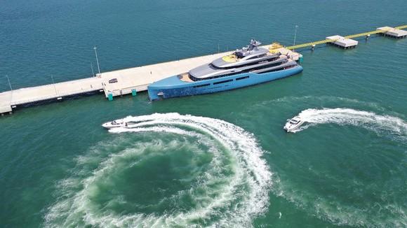 Siêu du thuyền 150 triệu USD của ông chủ CLB Tottenham tại vịnh Hạ Long ảnh 1