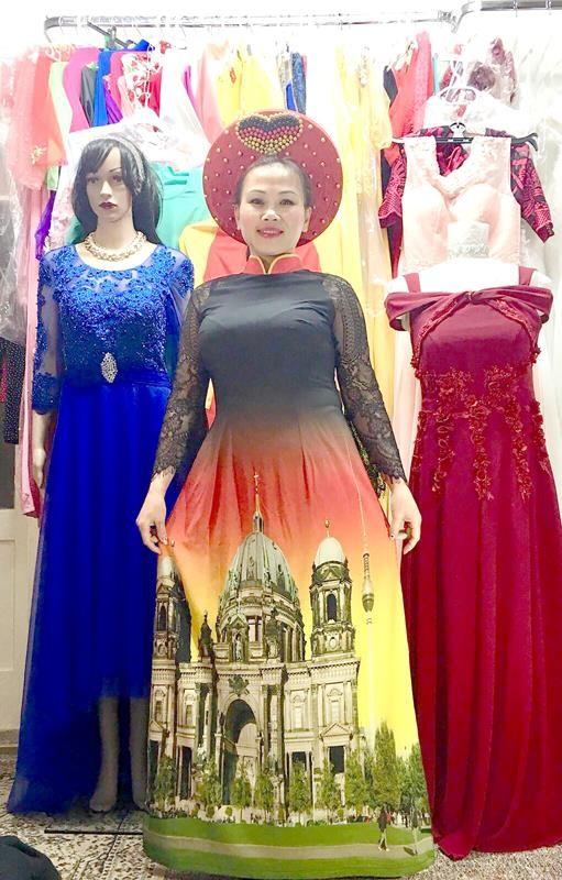 Thu Hiền và mẫu áo dài được người Đức đặc biệt chú ý