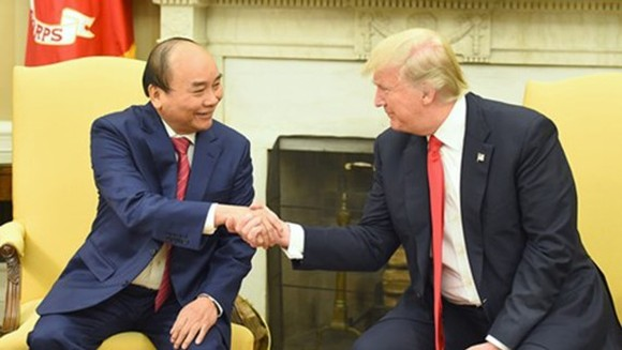 Vietnamese Prime Minister Nguyen Xuan Phuc (left) and US President Donald Trump.