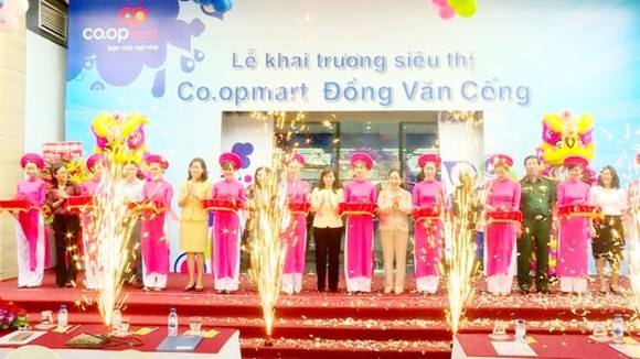 The opening ceremony of Dong Van Cong Coopmart, Thanh My Loi ward, District 2, HCMC