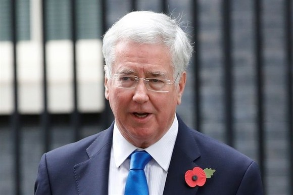 British Defence Secretary Michael Fallon leaves 10 Downing Street after the weekly meeting of the cabinet in central London October 31, 2017. — AFP/VNA Photo