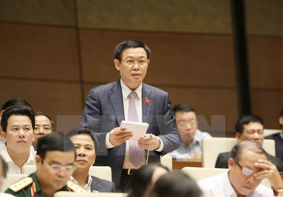 Deputy Prime Minister Vuong Dinh Hue speaks at the hearing session of the 14th National Assembly's fourth sitting (Source: VNA)