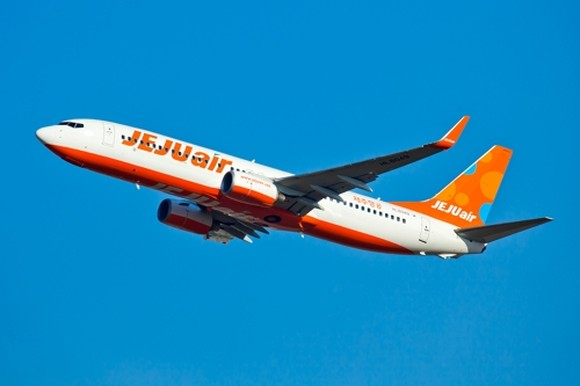 A Jeju Air B737-800 passenger jet takes off from an airport in this undated file photo. (Yonhap)