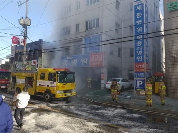 South Korean firemen extinguish a fire in South Korea's southeastern Milyang city on Friday. — XINHUA/VNA Photo