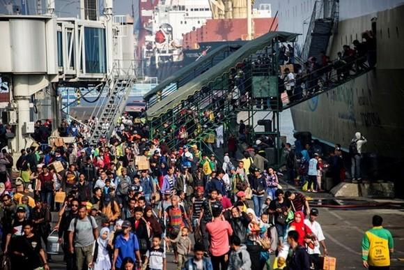 Passengers arrived at Surabaya port in East Java on June 11 to celebrate the Eid Al-Fitr holiday. Illustrative image. (Photo: AFP)