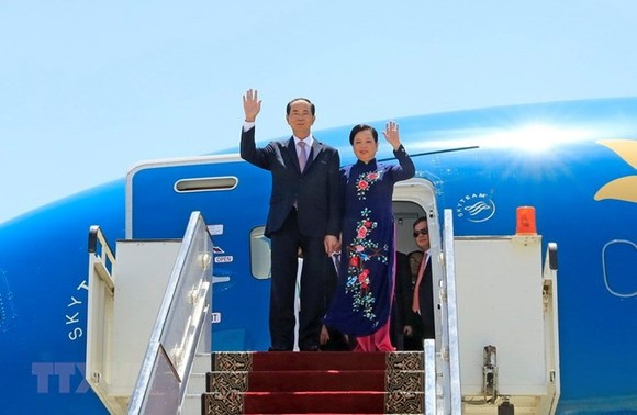 President Tran Dai Quang and his spouse arrived in Luxor City on August 25 afternoon (Egypt time), beginning his four-day state visit to Egypt at the invitation of President Abdel Fattah El-Sisi (Photo: VNA)