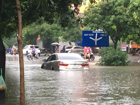 Heavy rains may flood many streets in downtown Hanoi  ​