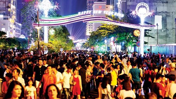 Tưng bừng lễ hội ánh sáng và âm nhạc đón chào năm mới 2018 ảnh 1