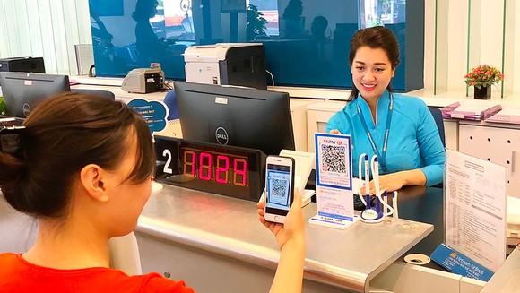Hành khách mua vé máy bay không dùng tiền mặt