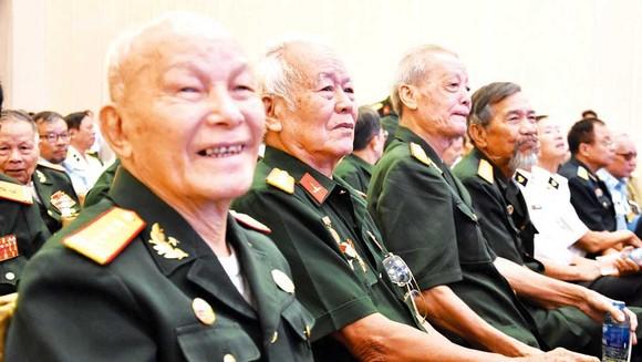 Các cán bộ cao cấp quân đội nghỉ hưu hội ngộ ngày gặp mặt