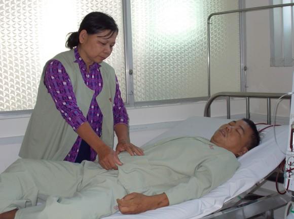 Mẹ bệnh tật nuôi con suy thận mãn ảnh 1