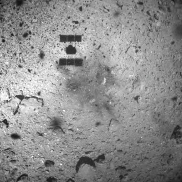 Tàu thăm dò của Nhật Bản hạ cánh thành công xuống tiểu hành tinh Ryugu ảnh 1