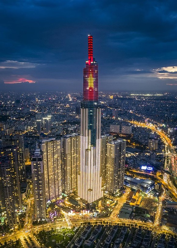 Choáng ngợp màn pháo hoa mãn nhãn từ tòa tháp cao nhất Đông Nam Á ảnh 1