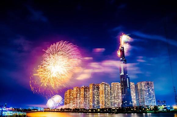 Choáng ngợp màn pháo hoa mãn nhãn từ tòa tháp cao nhất Đông Nam Á ảnh 3