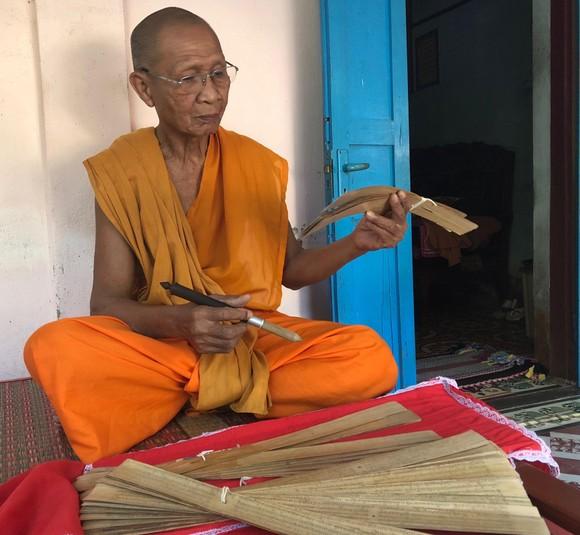 Đi tìm truyền nhân viết kinh Phật trên lá buông ảnh 1