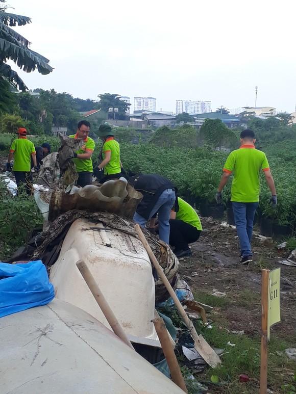 Tổng vệ sinh tại một số điểm kênh Tham Lương -  Bến Cát - rạch Nước Lên ảnh 1