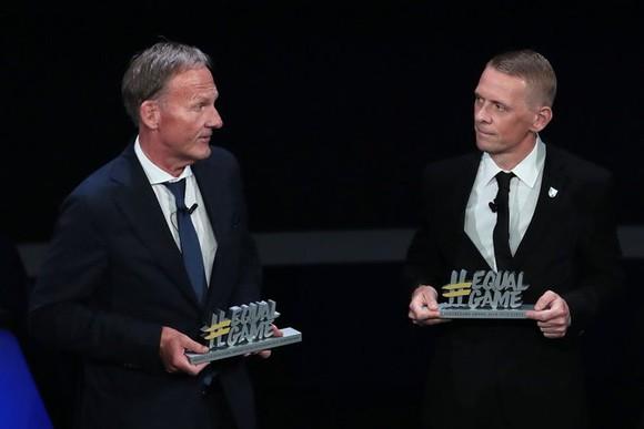 Barca, Dortmund, Inter vào bảng tử thần, Van Dijk giành 2 giải thưởng ảnh 7