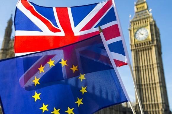 """Vấn đề Brexit: Cảnh báo kinh tế Anh """"rơi tự do"""" với """"Brexit cứng"""""""