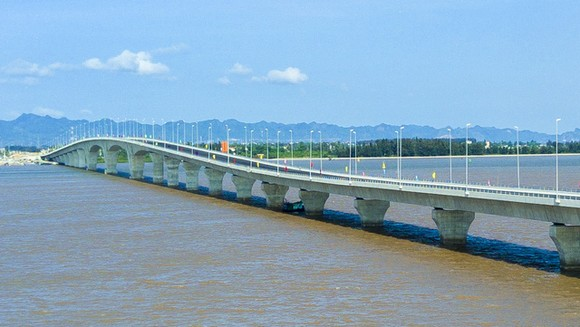 Cầu Đình Vũ-Cát Hải là cầu vượt biển dài nhất Đông Nam Á