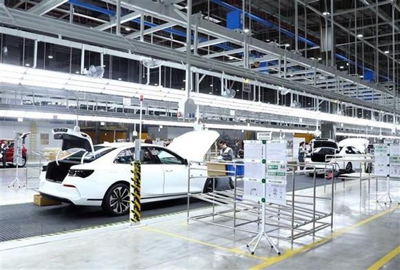Dây chuyền lắp ráp của Nhà máy sản xuất ôtô Vinfast. (Ảnh: Thống Nhất/TTXVN)
