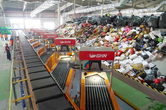 Giao Hàng Nhanh ứng dụng công nghệ phân loại hàng hóa tự động