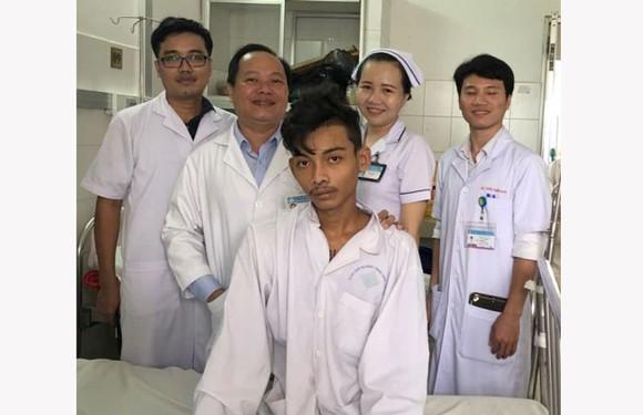 Niềm vui của các bác sĩ và bệnh nhân, sau khi phẫu thuật thành công